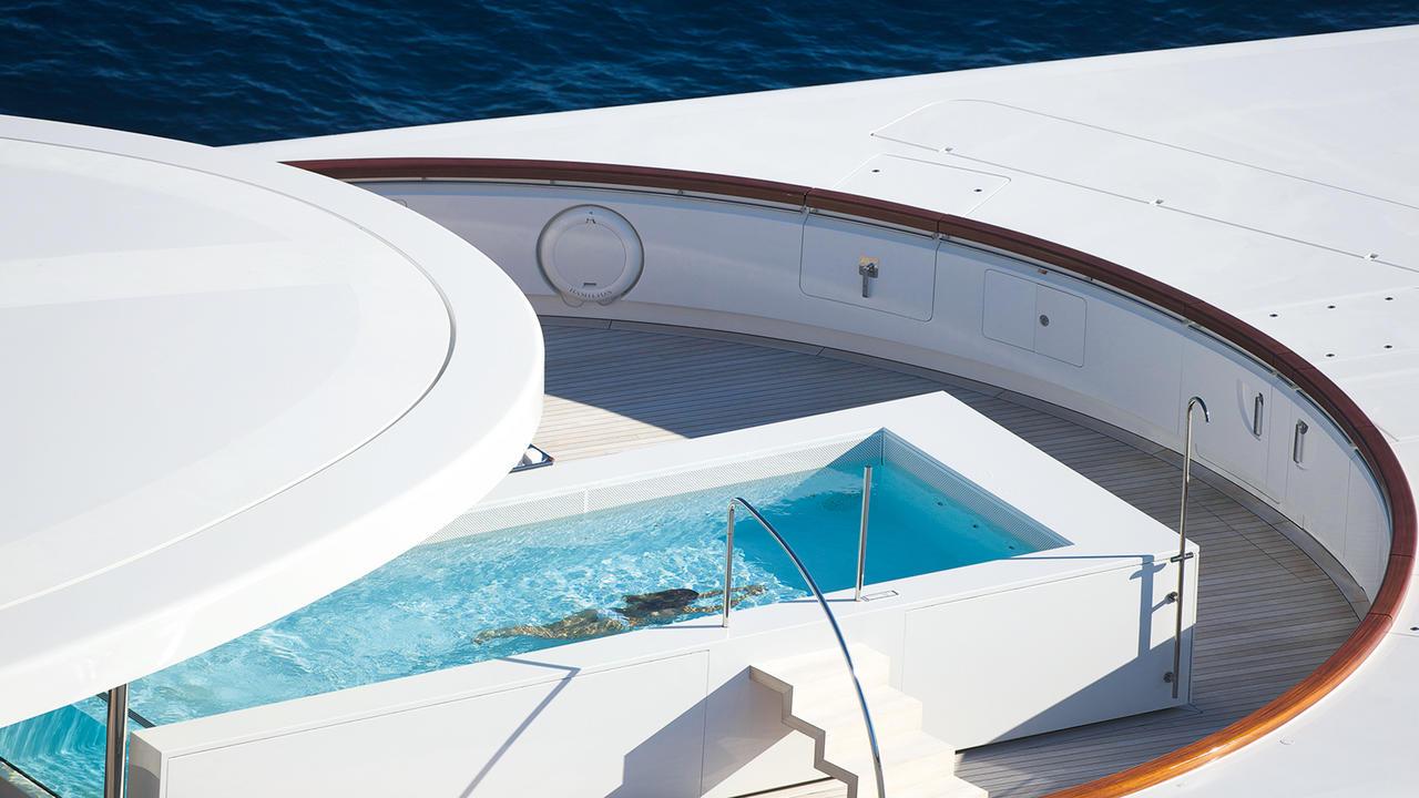 Морская прогулка: парусники и яхты от известных дизайнеров | галерея [3] фото [6]