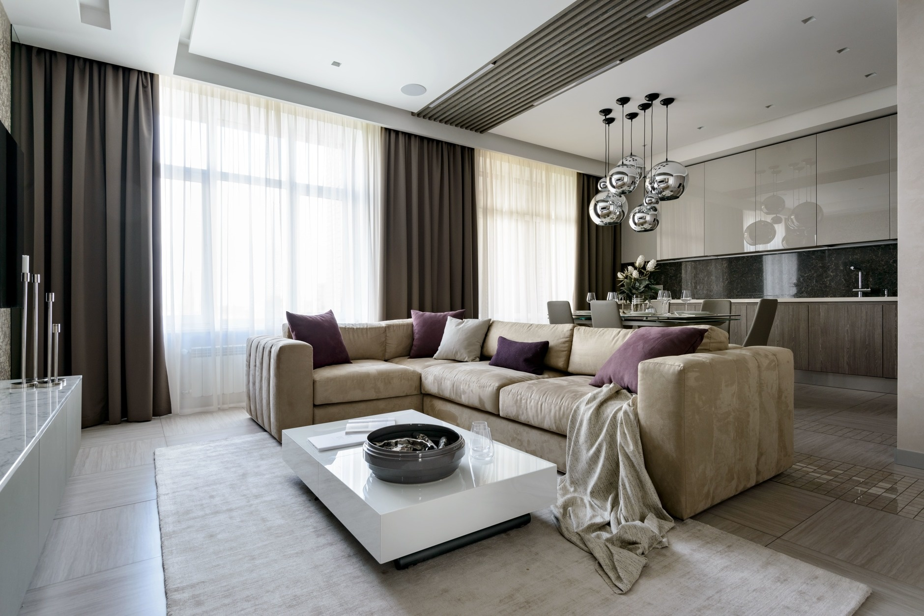 Большие диваны в гостиной (галерея 0, фото 7)