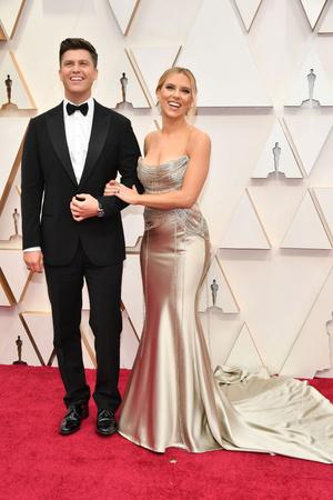 Золотой — цвет победы: Скарлетт Йоханссон на премии «Оскар-2020» (фото 0.1)