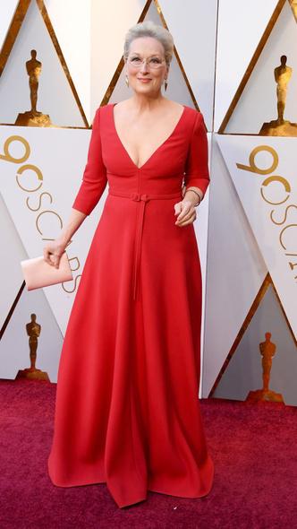 Самые яркие платья церемонии «Оскар — 2018» (фото 3.1)