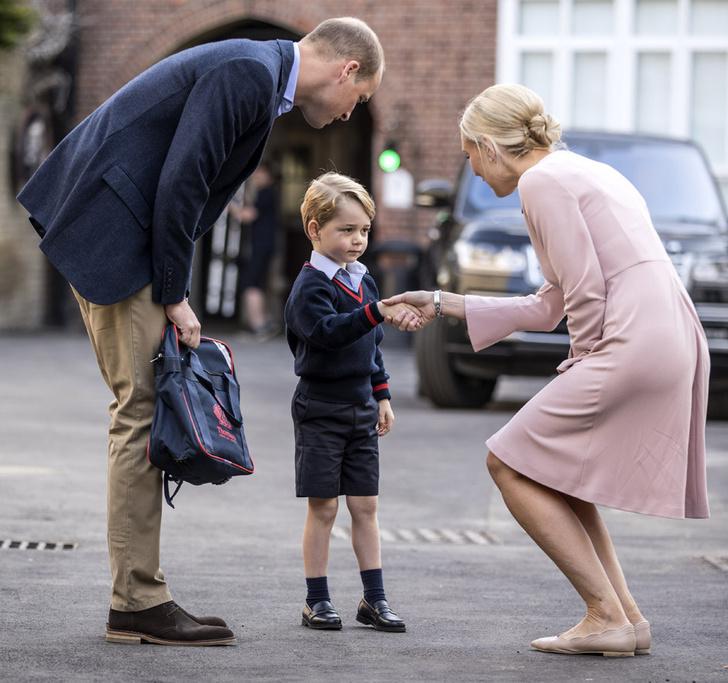 Принц Уильям, принц Георг и директор школы