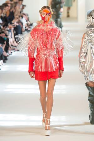 Показ Maison Margiela коллекции сезона Осень-зима 2016-2017 года Haute couture - www.elle.ru - Подиум - фото 607172