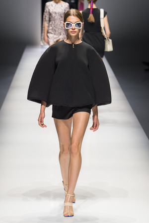 Показы мод Lanvin Весна-лето 2018 | Подиум на ELLE - Подиум - фото 5531
