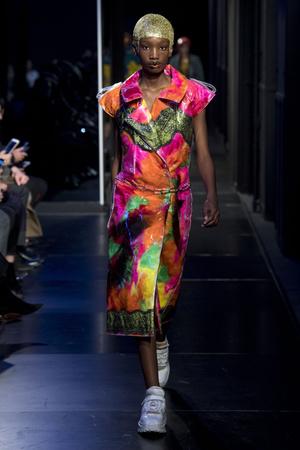 Показы мод Maison Margiela Весна-лето 2018 | Подиум на ELLE - Подиум - фото 6051