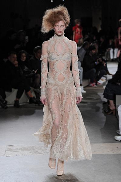 Неделя моды в Париже: показы Alexander McQueen и Paul & Joe ready-to-wear осень — зима 2015-2016 | галерея [1] фото [19]
