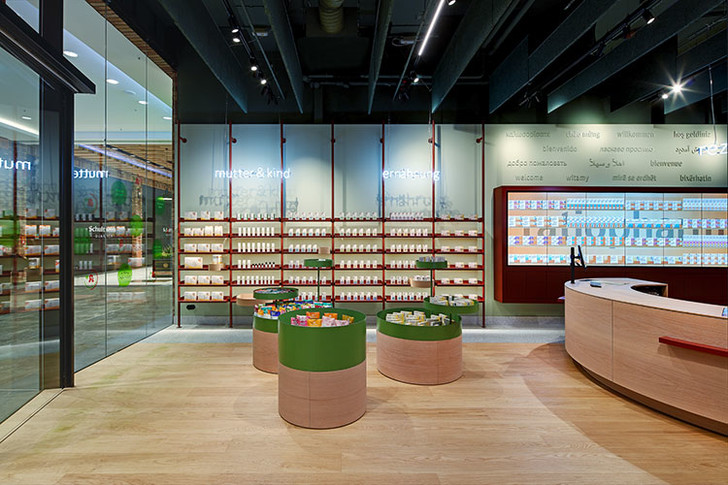 Берлинская аптека в стиле ретрофутуризма (фото 2)