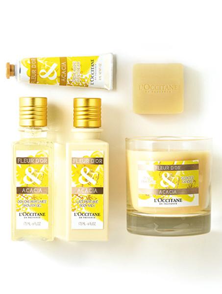 Набор ароматной линии «Золотые цветы и акации» от L'Occitane: свеча, крем для рук, мыло, гель для душа и молочко для тела.