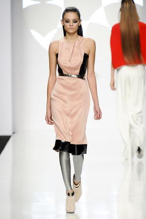 Показы мод Byblos Осень-зима 2012-2013 | Подиум на ELLE - Подиум - фото 1493