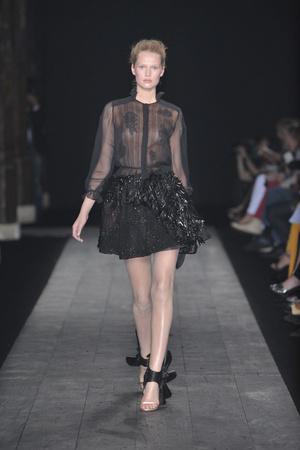 Показ Valentino коллекции сезона Осень-зима 2009-2010 года haute couture - www.elle.ru - Подиум - фото 88440