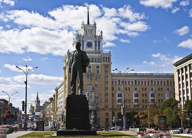 Памятник Владимиру Маяковскому