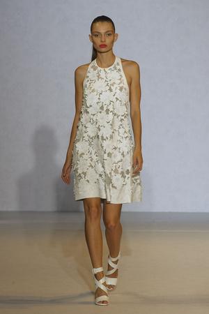 Показы мод Nicole Farhi Весна-лето 2012 | Подиум на ELLE - Подиум - фото 1949