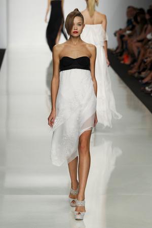 Показы мод Byblos Весна-лето 2012 | Подиум на ELLE - Подиум - фото 1867