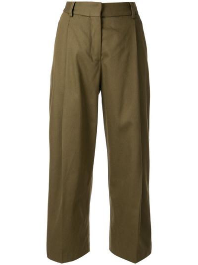Какие оверсайз-брюки нужно успеть купить до конца осени? (галерея 4, фото 1)