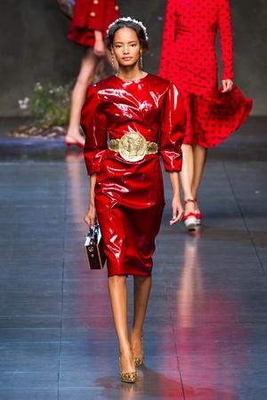 Показ Dolce & Gabbana коллекции сезона Весна-лето 2014 года prêt-à-porter - www.elle.ru - Подиум - фото 566259