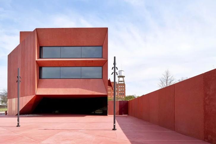 Рубиновый город: арт-центр по дизайну Дэвида Аджайе в Техасе (фото 0)