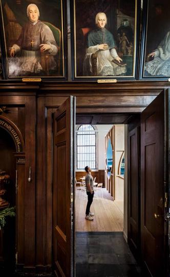 В главном кафедральном соборе Антверпена открылся бар (фото 2.1)