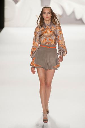 Показы мод Carolina Herrera Весна-лето 2013 | Подиум на ELLE - Подиум - фото 1268