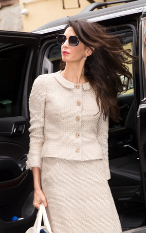 Икона стиля: Амаль Клуни в Chanel (фото 1.2)