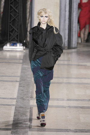 Показ Vivienne Westwood коллекции сезона Осень-зима 2009-2010 года prêt-à-porter - www.elle.ru - Подиум - фото 100122