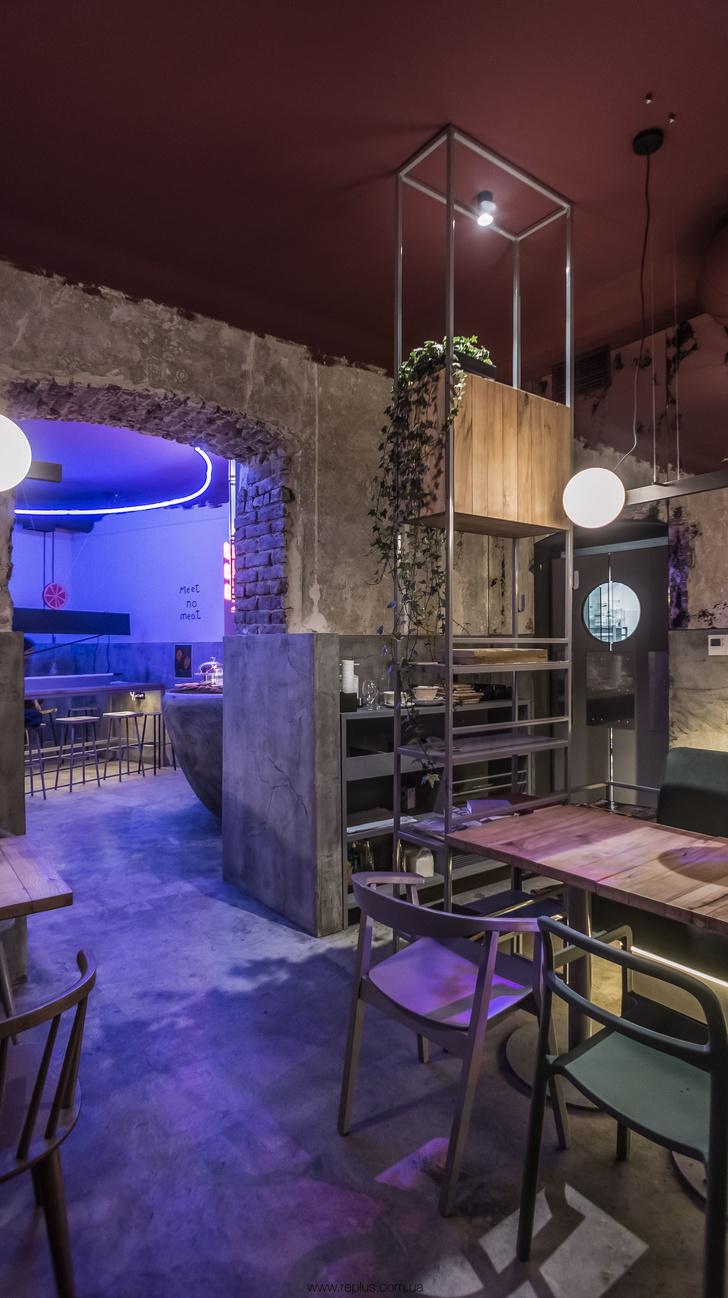Веганское кафе OMNOMNOM в Львове (фото 3)
