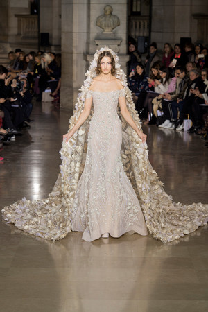 Показ Georges Hobeika коллекции сезона Весна-лето  2017 года Haute couture - www.elle.ru - Подиум - фото 616308