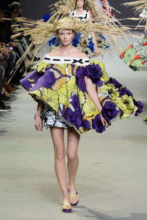 Показ Viktor & Rolf коллекции сезона Весна-лето 2015 года Haute couture - www.elle.ru - Подиум - фото 593338