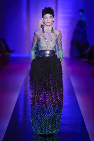 Показ Armani Privé  коллекции сезона Осень-зима 2015-2016 года Haute couture - www.elle.ru - Подиум - фото 597023