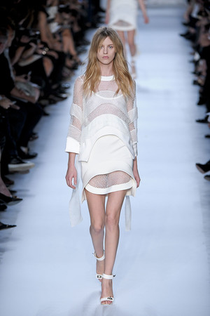 Показ Givenchy коллекции сезона Весна-лето 2012 года Prêt-à-porter - www.elle.ru - Подиум - фото 312363
