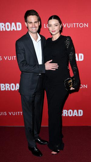 Фото дня: беременная Миранда Керр и Эван Шпигель в Лос-Анджелесе (фото 1)