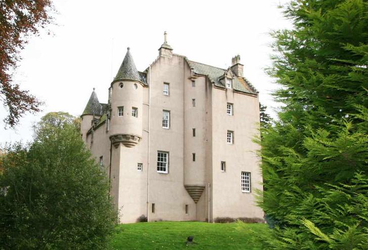 Фамильный замок Роуз Лесли сдается в аренду