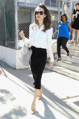 Фото дня: Анджелина Джоли в Лос-Анджелесе фото [2]