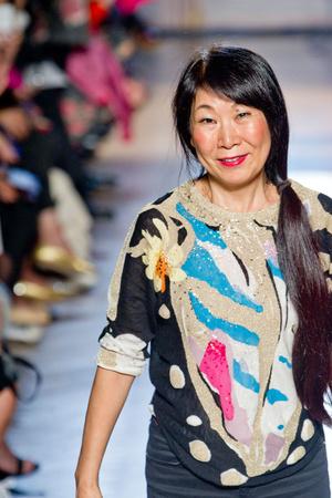 Показы мод Tsumori Chisato Весна-лето 2013 | Подиум на ELLE - Подиум - фото 1023