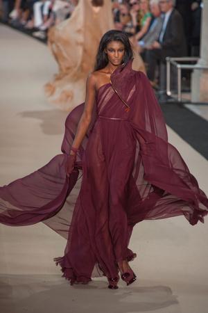 Показ Stephane Rolland коллекции сезона Осень-зима 2012-2013 года Haute couture - www.elle.ru - Подиум - фото 404100