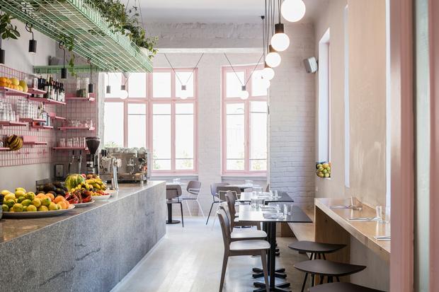 Веганский ресторан Тель-Авиве в нежно-розовых тонах (фото 0)