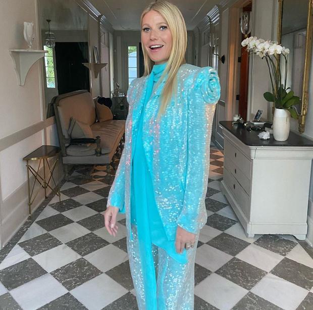 All that glam: Гвинет Пэлтроу в сверкающем костюме цвета неба (фото 2)