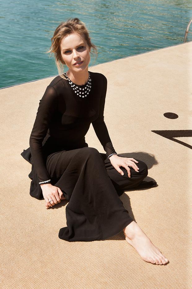 Топ-модель Ева Герцигова; колье Red Carpet, белое золото, бриллианты, Chopard