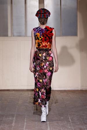 Показ Maison Martin Margiela коллекции сезона Весна-лето 2013 года Haute couture - www.elle.ru - Подиум - фото 480775