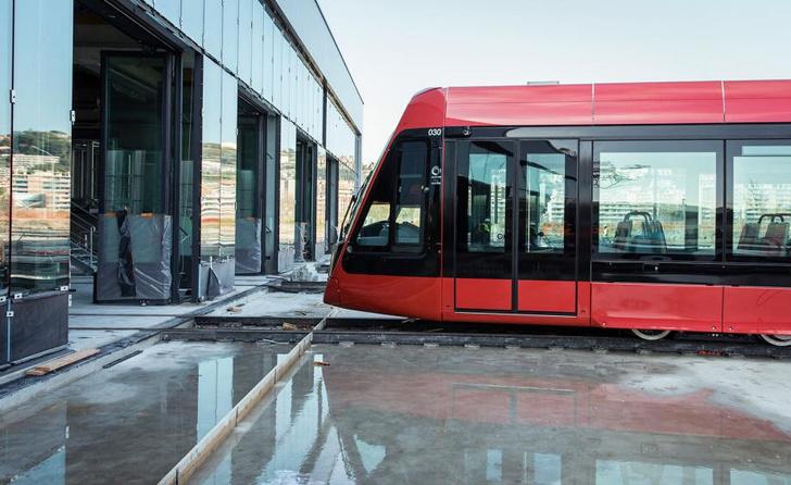 Трамвай в Ницце по дизайну Ора Ито (фото 10)