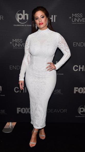 Эшли Грэм в белом платье Michael Costello на конкурсе «Мисс Вселенная» (фото 1)