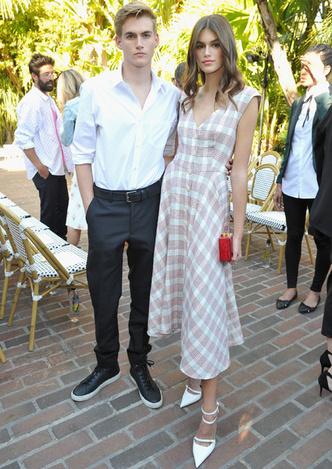 Само совершенство: Кайя Гербер в романтичном платье в Лос-Анджелесе фото [2]