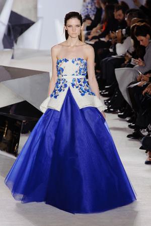 Показ Giambattista Valli коллекции сезона Весна-лето 2014 года Haute couture - www.elle.ru - Подиум - фото 574307