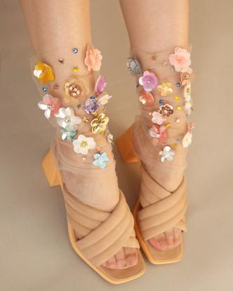 Transparent spring: прозрачные носки Lirika Matoshi с вышивкой, стразами и пайетками (фото 4.1)
