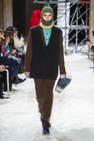 Показ Calvin Klein коллекции сезона осень-зима  2018-2019 года Prêt-à-porter - www.elle.ru - Подиум - фото 685981