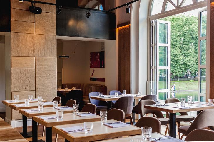 Gilda Seafood Restaurant интерьер