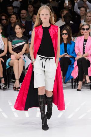 Показ Christian Dior коллекции сезона Весна-лето 2015 года Prêt-à-porter - www.elle.ru - Подиум - фото 590874