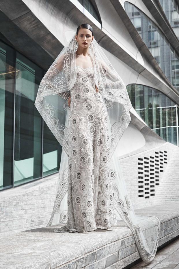 16 платьев из новой свадебной коллекции  Naeem Khan (фото 15)