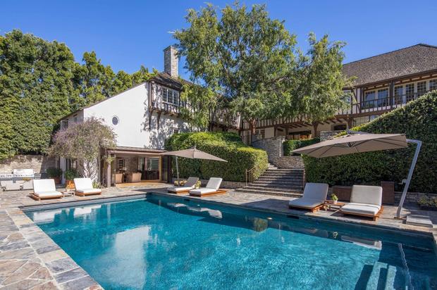 Бывший дом Брэда Питта и Дженнифер Энистон выставлен на продажу (фото 8)