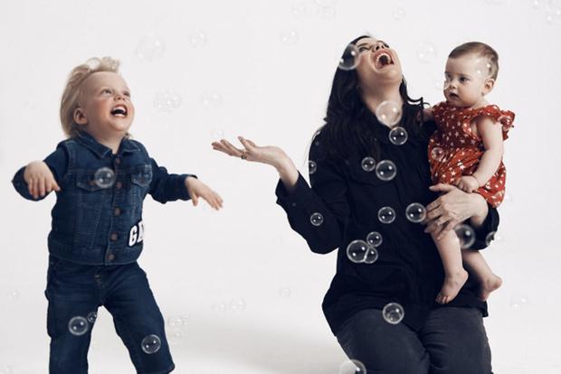 Mini Me: Кэндис Свейнпол с сыном и другие звезды с детьми в новом видео