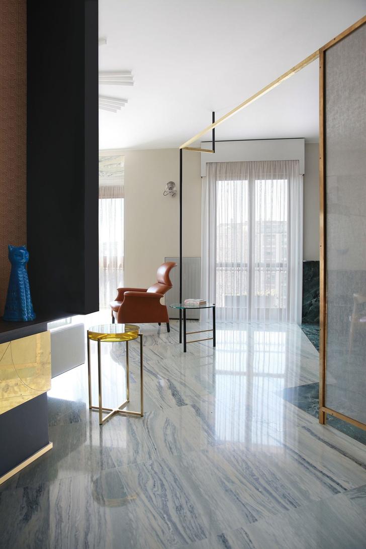 Переливы мрамора: необычный интерьер миланской квартиры (фото 0)