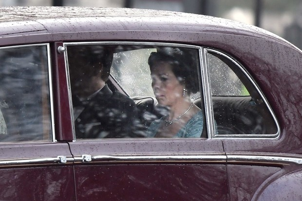 Оскароносная Оливия Колман в роли Елизаветы II на новых кадрах сериала «Корона» (фото 2)